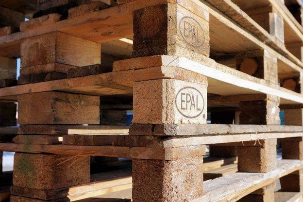 Où trouver des palettes de bois gratuites?
